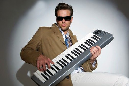 [image] Cool Keyboard Player