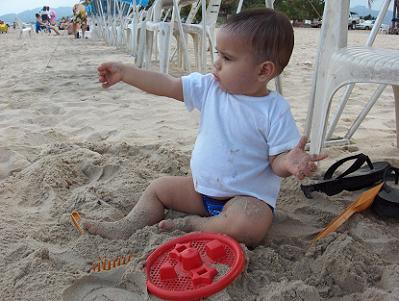 Primer Baño en  la Playa