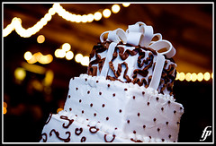 Cake (fensterbme) Tags: wedding interestingness dof bokeh weddingcake 5d shallowdepthoffield weddingphotography fensterbme interestingness260 i500 fenstermacherphotography allieandandrew allieandrew explore24dec07 columbusohioweddingphotographer