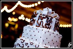 Cake (fensterbme) Tags: wedding interestingness dof bokeh weddingcake 5d shallowdepthoffield weddingphotography fensterbme interestingness260 i500 fenstermacherphotography allieandandrew allieandrew explore24dec07 columbusohioweddingphotographer