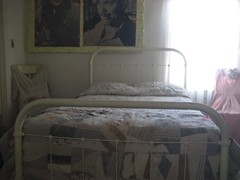 The bed inside the Clark Gable / Carole Lombard honeymoon suite. (12/23/07)