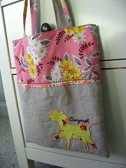 IMG_7530.JPG (seventeenandem) Tags: dog silhouette bag linen gift crafty tote sewn christmas2007 denysesmidt