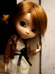 By the door (cgines) Tags: pullip latte