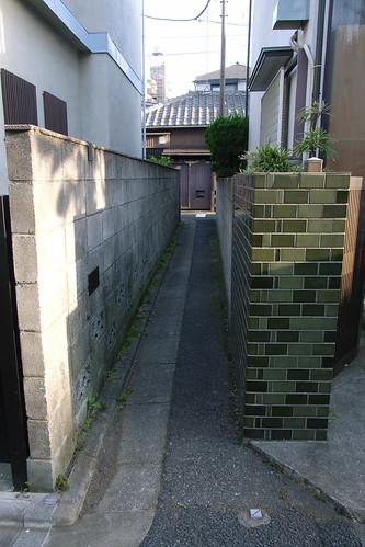 とても狭い路地