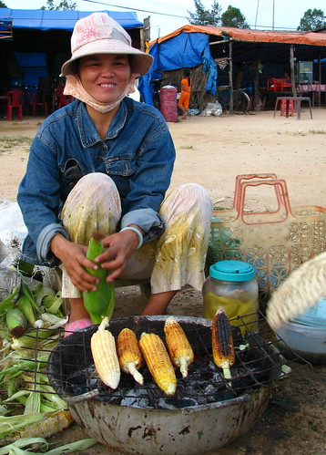 Charcoal grilled corn vendor street  Pinoy Filipino Pilipino Buhay  people pictures photos life Philippinen  菲律宾  菲律賓  필리핀(공화국) Philippines