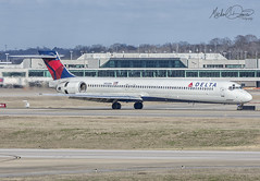 Delta Air Lines McDonnell Douglas MD-90-30 (N953DN) (Michael Davis Photography) Tags: kbna bna nashville nashvilletennessee nashvilleairport dl delta deltaairlines mcdonnelldouglas md90 n953dn aviation photography flight jet airplane airliner jetliner landing runway arrival skyteam air travel maddog widget