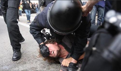 repressió en plaça catalunya