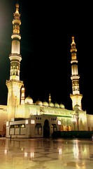 al-Masjid al-Nabawy - Dedicated to Richard Messenger! (RagingWhisper) Tags: whisper nightshot muslim islam mosque saudi mecca masjid umrah hajj raging ksa medinah supershot superbmasterpiece theperfectphotographer ragingwhisper
