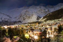 Saas Fee at night (Mace2000) Tags: longexposure houses winter snow mountains alps nature night landscape lights schweiz switzerland europe village nightshot natur 5d alpen landschaft wallis valais saasfee img2421 mace2000 saastal countryscenery