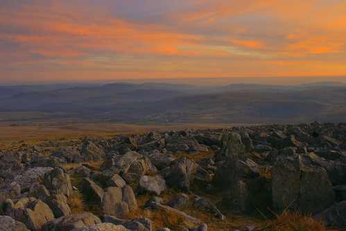 brecon beacons sunset sky and rocky foreground