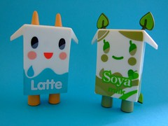 Latte & Soya (*addicted to vinyl*) Tags: milk latte soya strangeco tokidoki minion moofia simonlegno