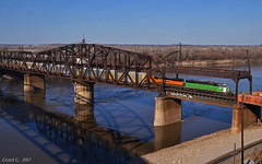 Southbound Local in Kansas City, MO (Grant Goertzen) Tags: bnsf railway railroad locomotive bn burlington northern emd train trains south southbound local freight transfer ns norfolk southern kansas city missouri river hannibal bridge
