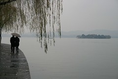 Hangzhou (MusicPancake) Tags: rain umbrella couple lovers hangzhou romantic   xihu   walkingintherain