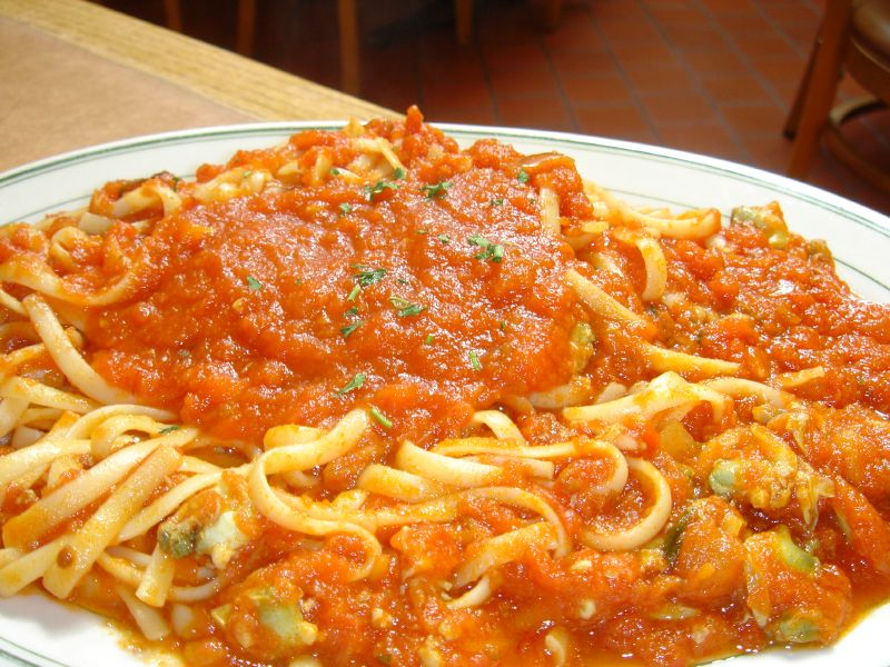 Linguine and Clams in Marinara Sauce