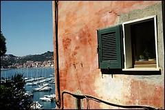 lerici (luca:sehnsucht) Tags: window wall liguria shelley laspezia lerici
