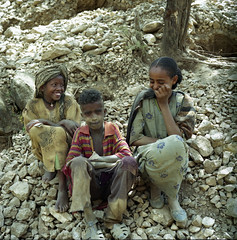 Tigray children gold panning (mm-j) Tags: 6x6 film mediumformat october fuji superia negative epson ethiopia pentacon 2007 czj 80mmf28 4490 tigray scanfromnegative 6tl
