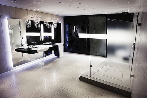 Luxury Black and White Bathroom Of course, the interior of white and black