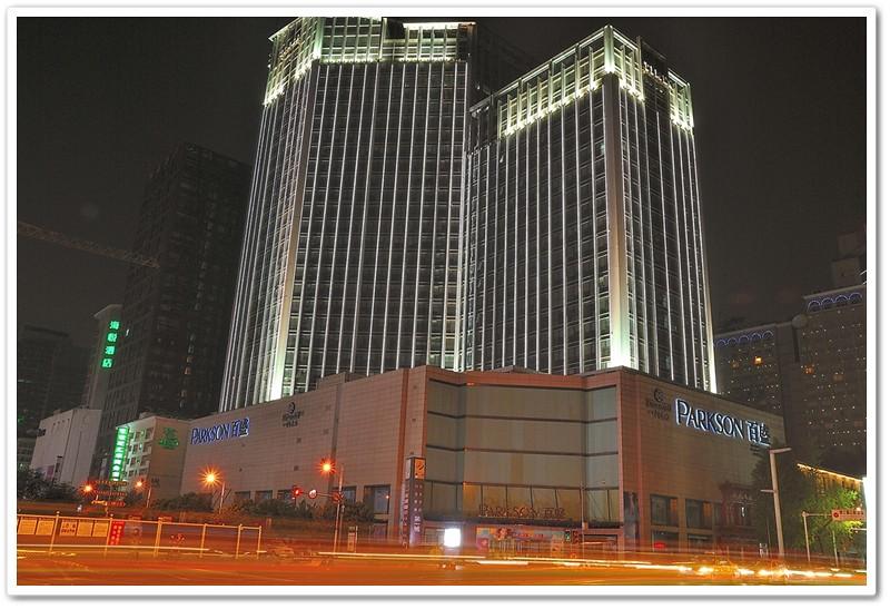 1半島酒店對面繁華大百貨
