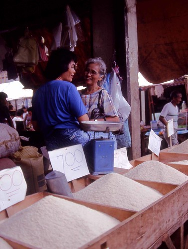 Philippinen  菲律宾  菲律賓  필리핀(공화국) Pinoy Filipino Pilipino Buhay Puerto Princessa people pictures photos life market, Philippines, price, rice, woman vendor smiling talking
