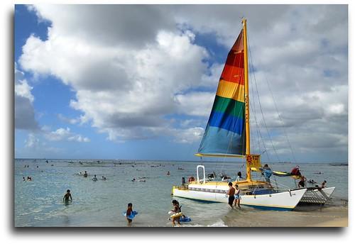 A Boat In Waikiki Beach por FoNgEtZ.