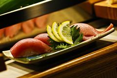 O-toro Nigiri Sushi (Bill Adams) Tags: sushi hawaii explore bigisland otoro 寿司 鮨 スシ kohalacoast ōtoro 大とろ canonef85mmf12liiusm sushied sanseiseafoodrestaurantsushibar