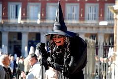 LA BRUJA ALEGRA... (ABUELA PINOCHO ) Tags: madrid plaza espaa dof mayor artista bruja themoulinrouge passionphotography tepasaste ltytr1 thecoolestdamncool