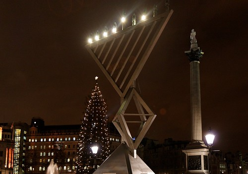 Christmas meets Hanukka in Trafalgar Square. צילום: Ayres no graces. מתוך: flickr