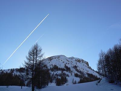 avion dans le soleil couchant.jpg