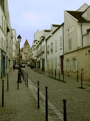 Funny wee street (cheesemonster) Tags: paris france frankreich ledefrance frankrijk francia rp    rgionparisienne parisregion