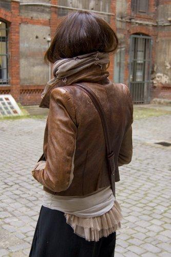 ...сумка Zara, рубашка и брюки собственного пошива, обувь секонд-хэнд.