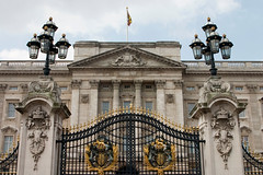 image of buckingham palace in london