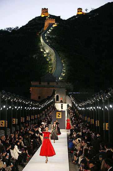 fendi fashion walk great wall