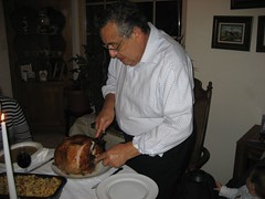 Ruben carves the turkey. (11/22/07)