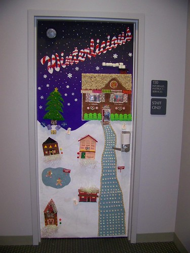 christmas door decorating contest