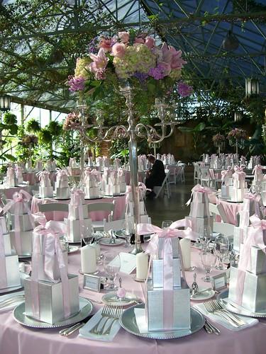 2156070448 3a6ef595c0 d Baú de idéias: Decoração de casamento rosa I