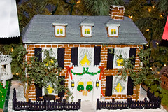 BX819 Gingerbread House (listentoreason) Tags: christmas food usa holiday america canon dessert unitedstates pennsylvania places event gingerbreadhouse peddlersvillage ef28135mmf3556isusm score20