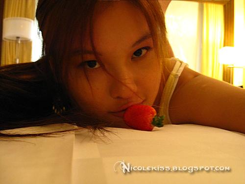 kissing strawberry 2