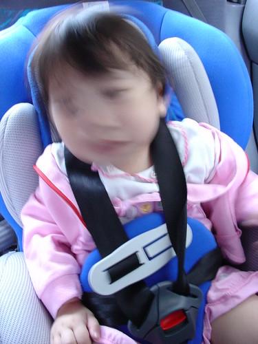 20070513 第一次坐安全坐椅 (不是因為不喜歡才哭的)