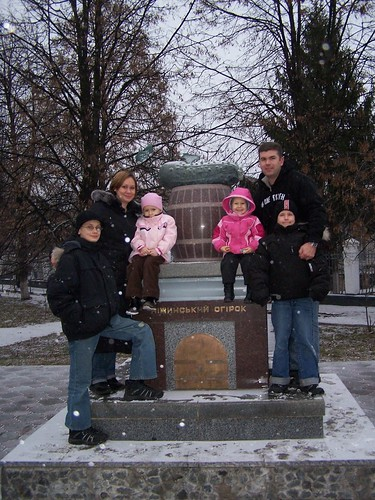 Dominic, Edna, Kaylee, Ashlee, Greg, and Joshua in front of the famous Nizhyn Pickle (Огірок)