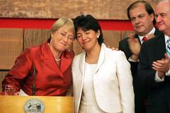 Michelle Bachelet y Yasna Provoste  6np (Yo escribo con la luz) Tags: bachelet chile santiago michelle vidal presidenta lamoneda michellebachelet aplausos foxley provoste ministros duetos ltytr1 sustituyen