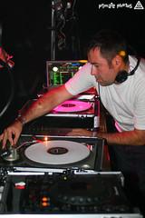 Fluid 098 Edit (Dan Correia) Tags: macintosh lights dj laptop mixer turntables canonef35mmf2 drumnbass seratoscratch asides cdjs macbookpro