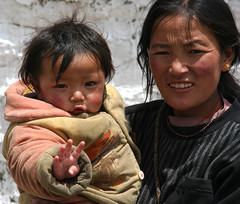 Mother and son (Ingiro) Tags: boy children mother son tibet himalaya kailash kora ingiro sagadawa interestingness105 i500