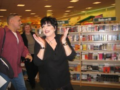The one and only Liza Minnelli arrives at Barnes & Noble for a DVD signing. (05/06/2006)