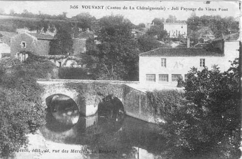 Vouvant: le vieux pont roman