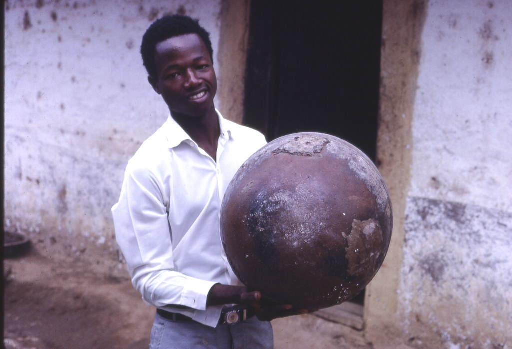 Bottom of clay pot, Kabala, Sierra Leone (West Africa)