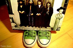 Converse with The Beatles (Honey Pie!) Tags: converse allstar vinil chucktaylor thebeatles vynil poulain cybershotdscs650 beatlemanaca