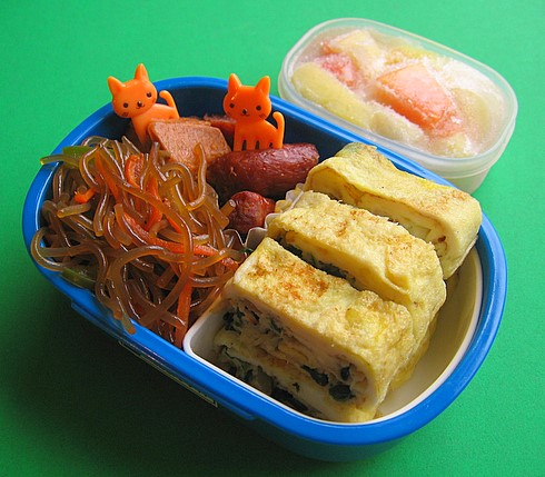 Spinach tamagoyaki bento lunch for preschooler