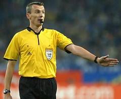 De Belgische scheidsrechter Johan Verbist fluit zaterdag bij NEC - SC Heerenveen. In oktober 2004 was Verbist ook scheidsrechter bij Ajax - Heerenveen (1-3) en in februari van dat jaar voor het eerst in de eredivisie bij Willem - ADO Den Haag (1-0)