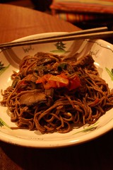 soba with marinated beef + tomatoes
