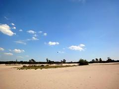 Kiter op de Lange Duinen (ednl) Tags: kite holland netherlands forest outdoors spring sand may nederland sunny bluesky mei bos lente buiten zand soesterduinen langeduinen vlieger voorjaar soest 2011 zonnig soestduinen shiftingsand provincieutrecht blauwelucht utrechtprovince stuifzand